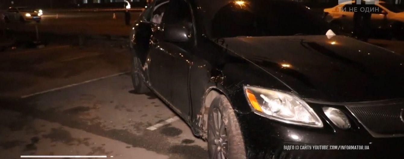 """Біля метро """"Осокорки"""" машина на тротуарі на смерть збила 20-річну дівчину"""