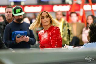 Какая дерзкая: Джей Ло в красном платье устроила скандал в нью-йоркском аэропорту