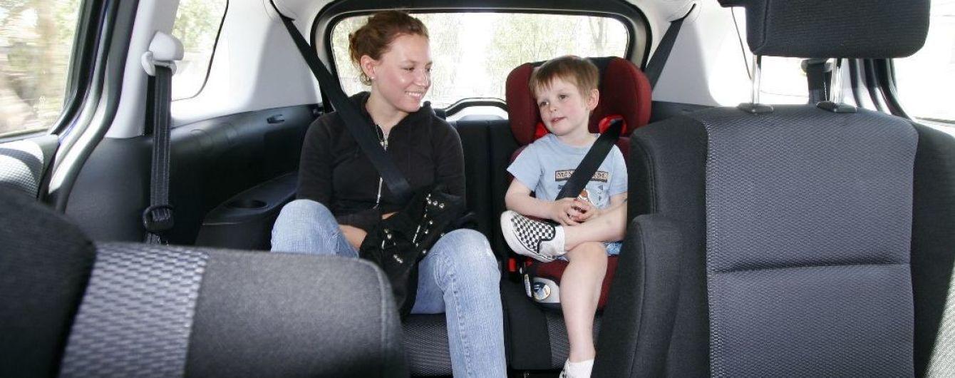 """Штрафи за автокрісла не вводять? Голова асоціації таксистів """"розгромив"""" закон про перевезення дітей"""
