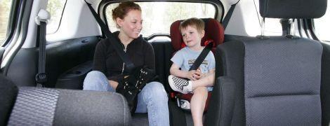 """Штрафы за автокресла не вводят? Глава ассоциации таксистов """"разгромил"""" закон о перевозке детей"""