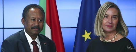 У чорній сукні-футлярі і з золотим намистом: глава дипломатії ЄС Федеріка Могеріні повторила образ
