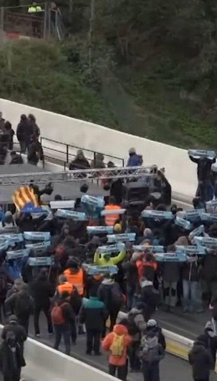 Каталонские сепаратисты перекрыли одну из главных автомагистралей в регионе