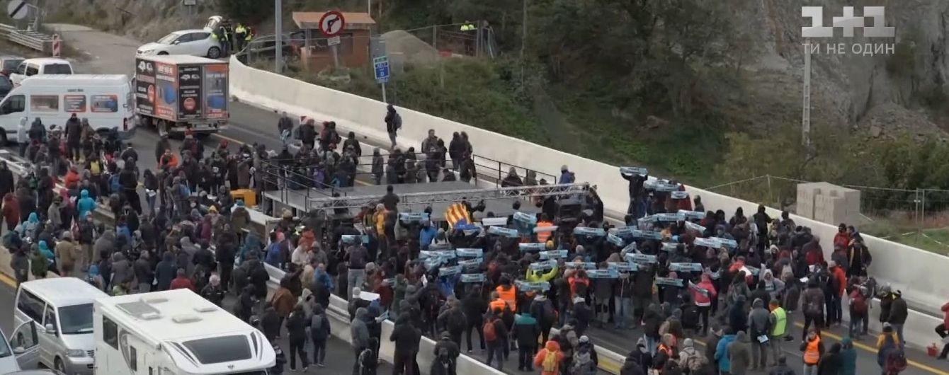 На французько-іспанському кордоні каталонці перекрили трасу: утворились кілометрові черги