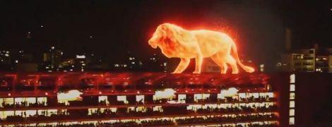 """Неймовірна краса. В Аргентині на відкритті стадіону виступив величезний """"вогняний"""" лев"""
