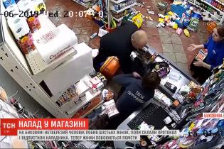 На Буковине пьяный мужчина избил четырех продавщиц и посетителей магазина