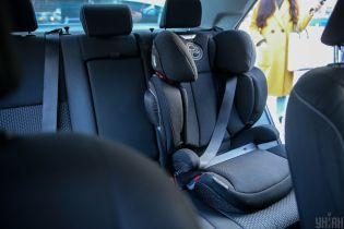 В Україні почали карати водіїв за перевезення дітей без автокрісел. Розміри штрафів та вимоги до пасажирів