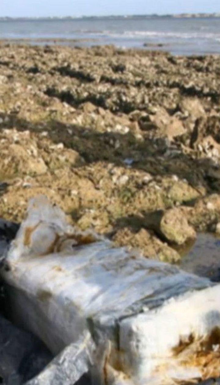 На французькому узбережжі знайшли десятки пакетів із кокаїном