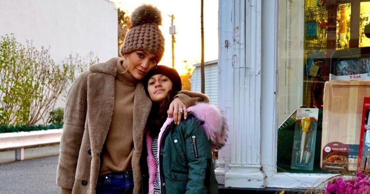 12-летняя дочка Дженнифер Лопес написала свою первую книгу