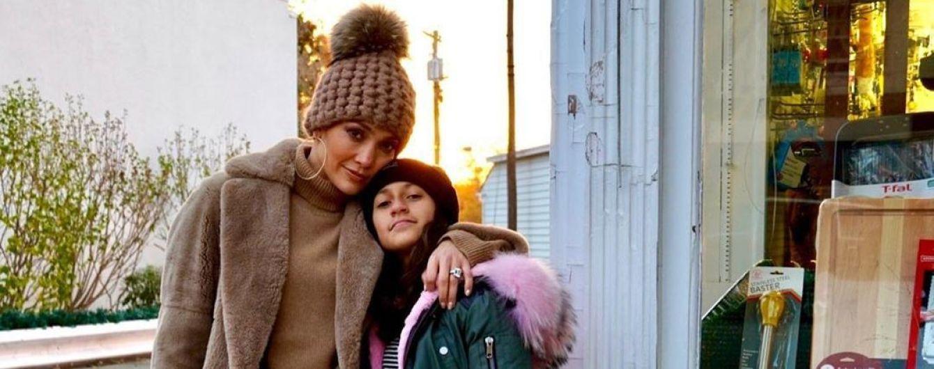 Дженнифер Лопес умилила юзеров снимками с подросшей дочкой
