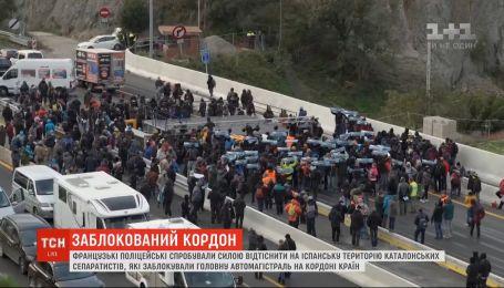 Правоохранители из Франции попытались оттеснить каталонских митингующих к испанской границе
