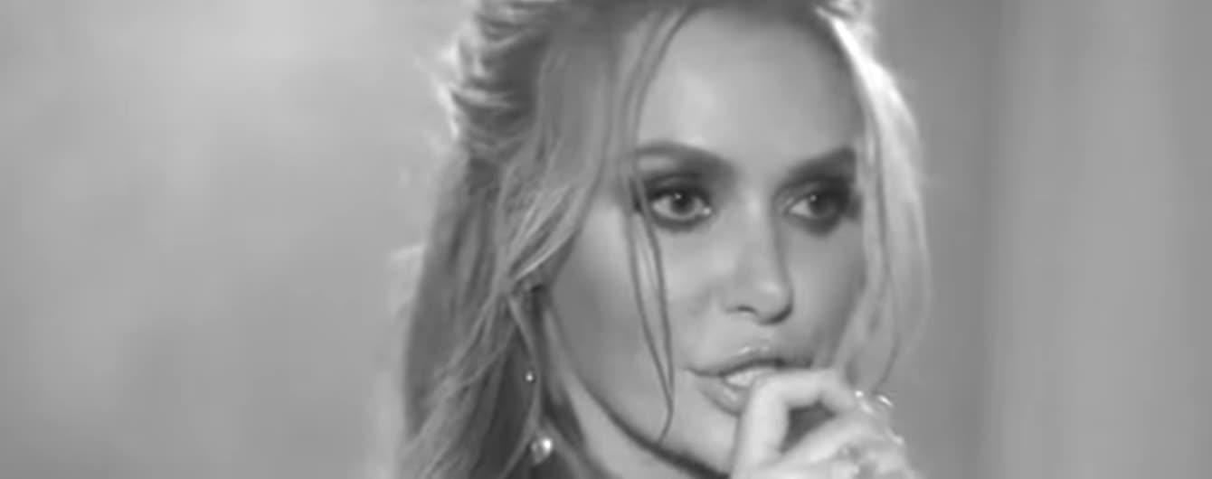 """Слава з """"НЕАНГЕЛІВ"""" у драматичному lyric-відео заспівала про свій сум"""