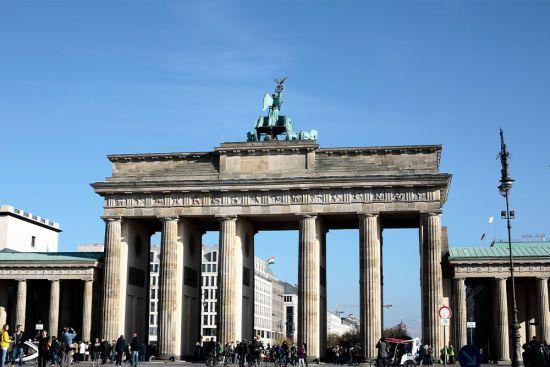 Невідомий влаштував стрілянину у центрі Берліна