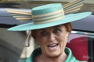 Весела Сара: герцогиня Йоркська покаталася на валізі в аеропорту Пекіна