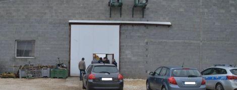 В Польше в холодильной камере для фруктов нашли тела украинцев