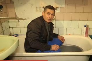 На Днепропетровщине тысячи военных и их семьи третий месяц сидят без воды
