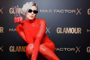 """MARUV в красном латексном боди получила российскую премию как """"Певица года"""""""
