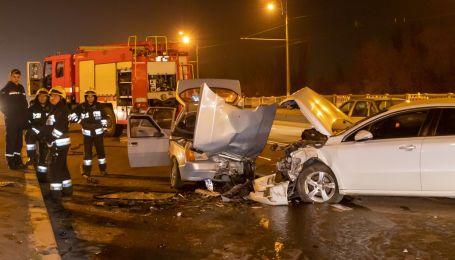 """В Днепре из-за тройной аварии серьезно пострадал водитель """"Славуты"""""""