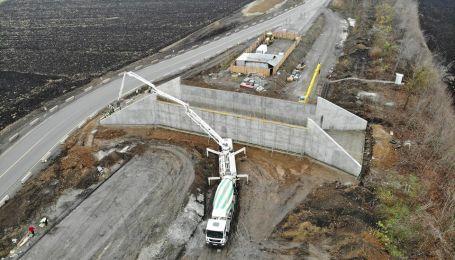 Масштабное строительство развязки на трассе Киев–Харьков показали на фото