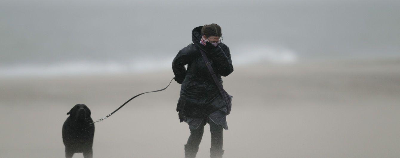 Високийрівень небезпеки: синоптики попередили українців про сильний вітер
