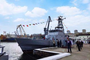 Военно-морским силам передали патрульные катера и судно