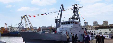 Військово-морським силам передали патрульні катери та судно