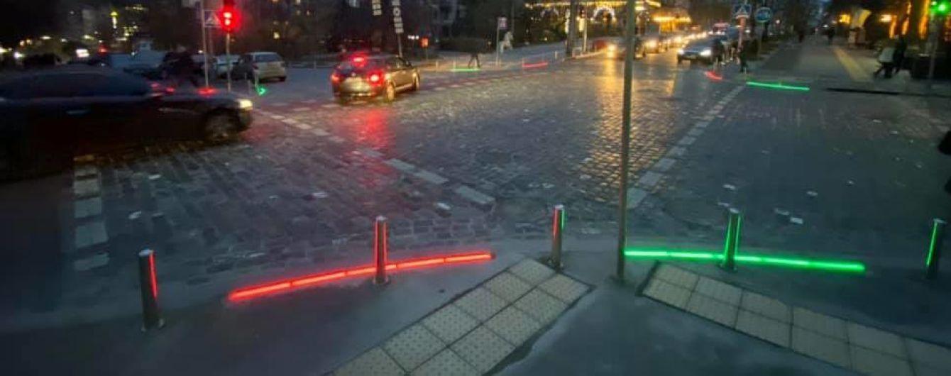 В Киеве установили креативный светофор для невнимательных пешеходов