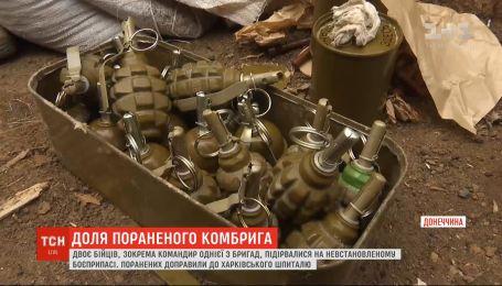 Двох тяжкопоранених унаслідок вибуху бійців доправили літаком до шпиталю у Харкові