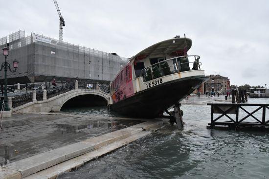 У Венеції запровадили надзвичайний стан через найбільшу за 50 років повінь