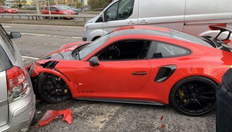 Британец попал в масштабную аварию во время тест-драйва спортивного Porsche