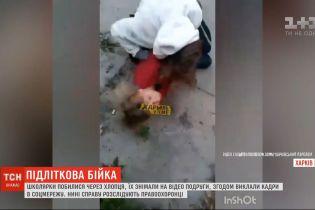 Дві школярки у Харкові почубились за парубка – справу розслідують правоохоронці
