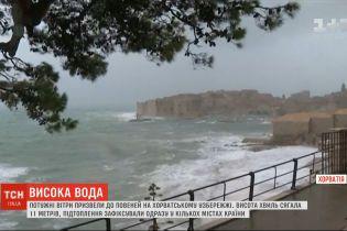 Потужні вітри на хорватському узбережжі викликали 11-метрові хвилі