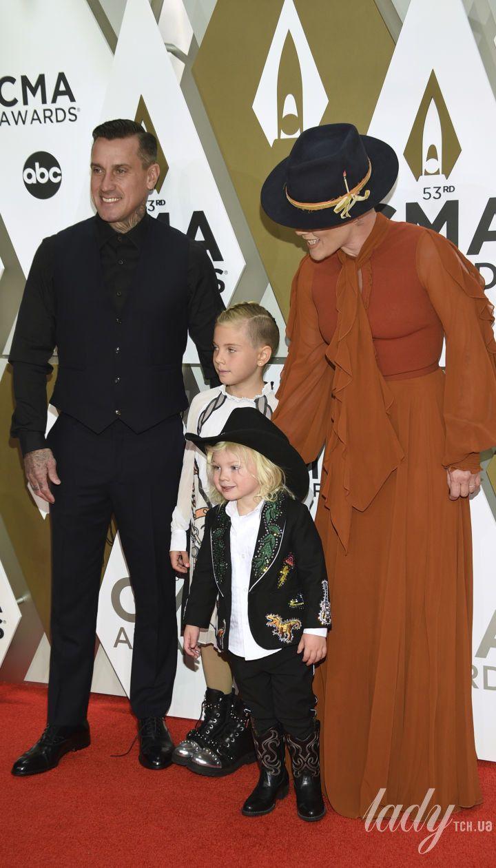 Пінк з чоловіком і дітьми