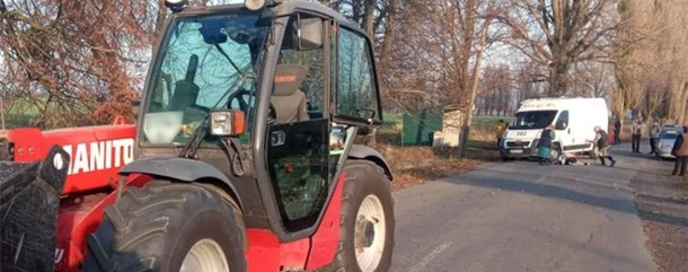 В Хмельницкой области под колесами трактора погиб ребенок
