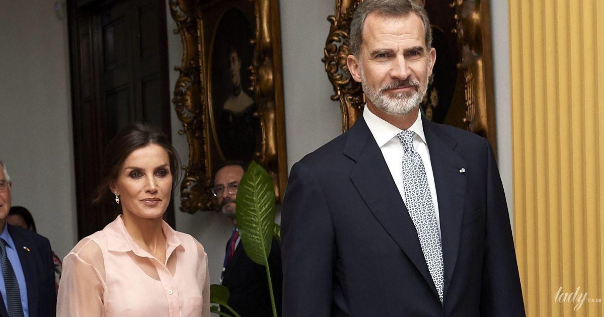 У пудрових відтінках: красива королева Летиція на урочистому прийомі в Гавані