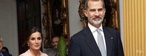 В пудровых оттенках: красивая королева Летиция на торжественном приеме в Гаване