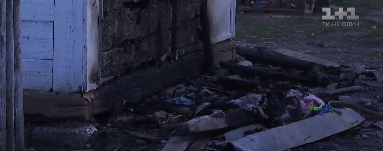 На Житомирщине из-за поджога мать и шестеро детей чуть не погибли в пожаре