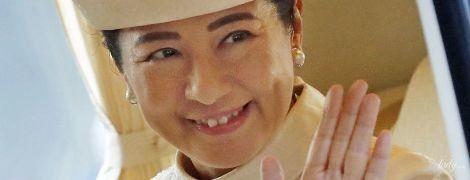Выглядит элегантно: императрица Японии Масако в молочном наряде приехала на обряд мужа