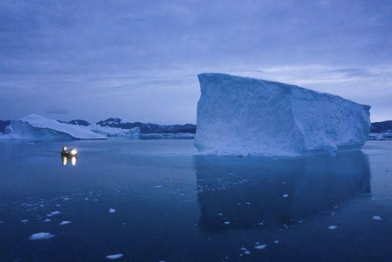 Гренландія вирішила продавати воду з льодовиків, які тануть унаслідок змін клімату