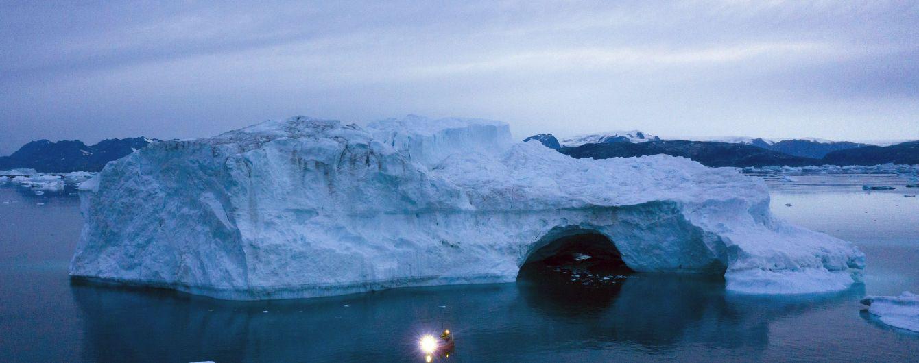 """У льодах Гренландії з'являються """"найбільші у світі водоспади"""". Чому це непокоїть учених"""
