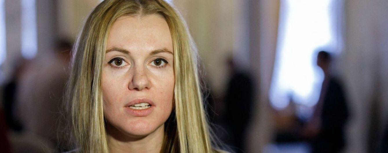 """Новый скандал в """"Слуге народа"""". Почему Скороход и ее муж Алякин оказались в центре конфликта, из-за которого ее выгнали из фракции"""