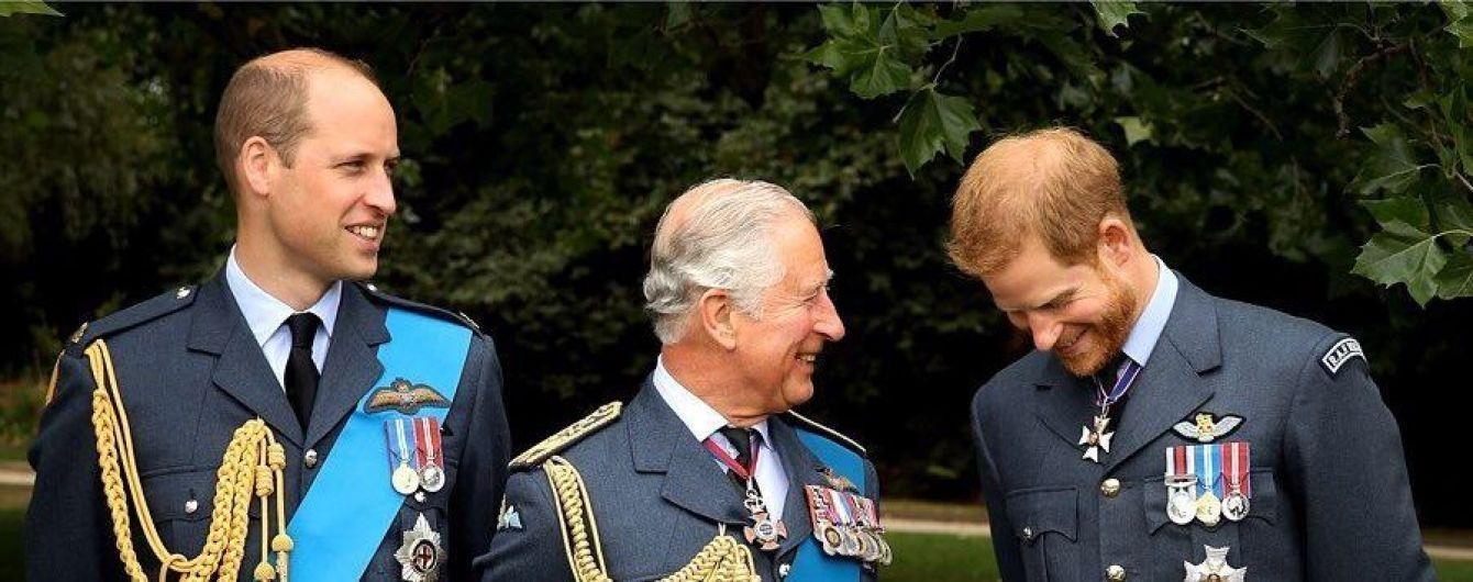 В честь 71-летия принца Чарльза родные показали его редкие снимки с наименьшими внуками