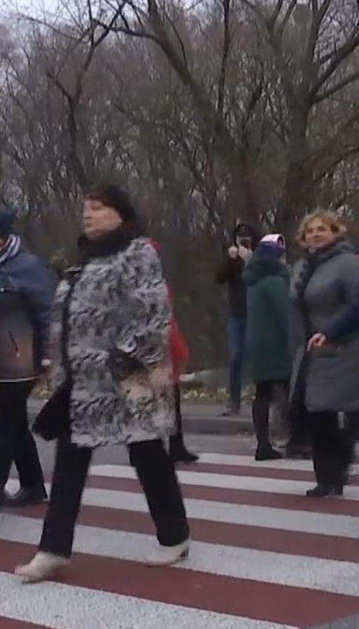На Рівненщині медики заблокували трасу Київ-Чоп з вимогами виплатити зарплату