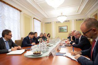 Зеленский встретился с послами стран G7. О чем говорили