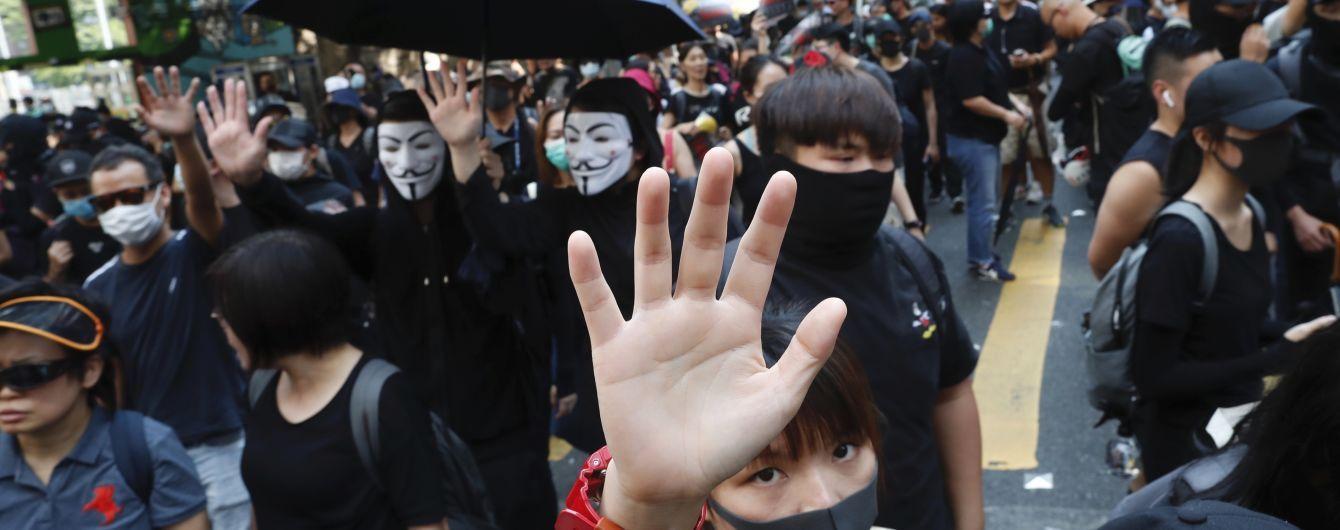 Протесты в Гонконге: Китай грозит региону потерей автономии