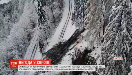 Снежит в Австрии, Испании, Польше и Франции - на дорогах образовались транспортные коллапсы