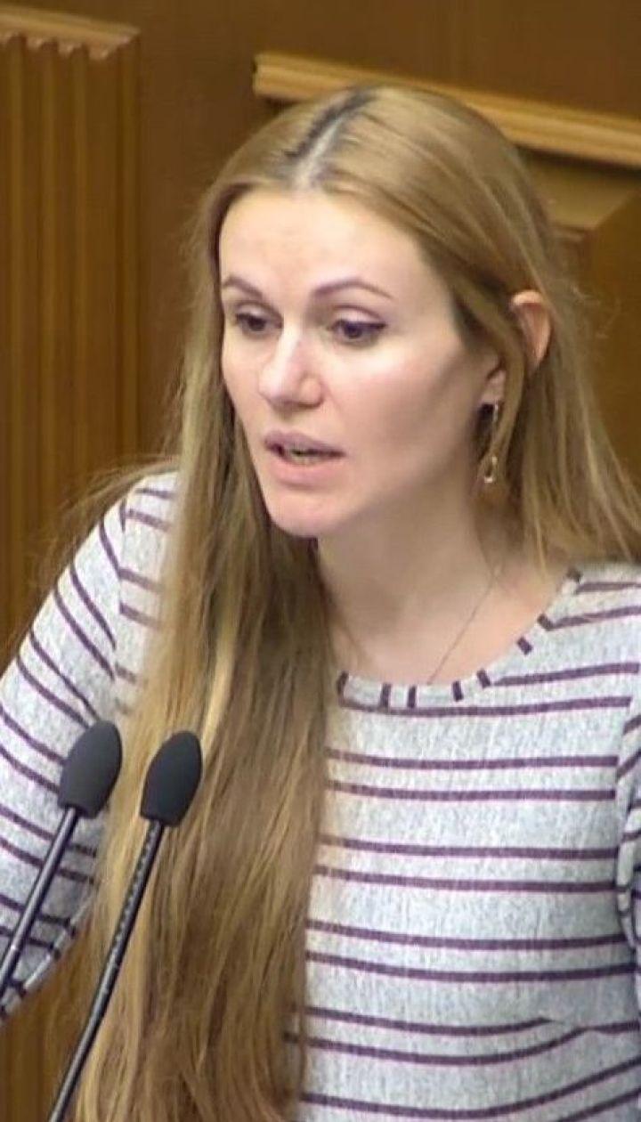 "Из фракции ""Слуга народа"" исключили Антона Полякова и Анну Скороход"