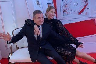 Супруги на светском мероприятии: Осадчая в кружевном платье, Горбунов в черном костюме