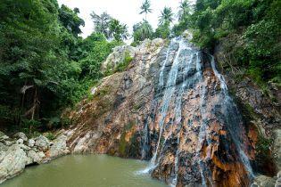 На острове Самуи турист погиб, пытаясь сделать селфи у водопада