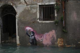 В Венеции картина Бэнкси оказалась под водой из-за худшего за полвека наводнения