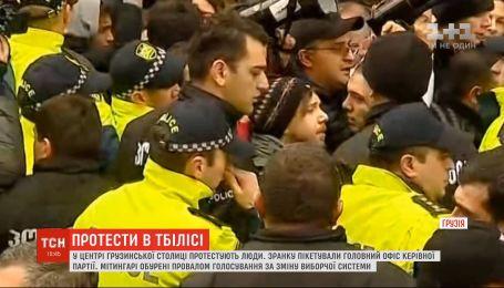 Протести в Тбілісі: мітингувальники встановлюють намети під парламентом
